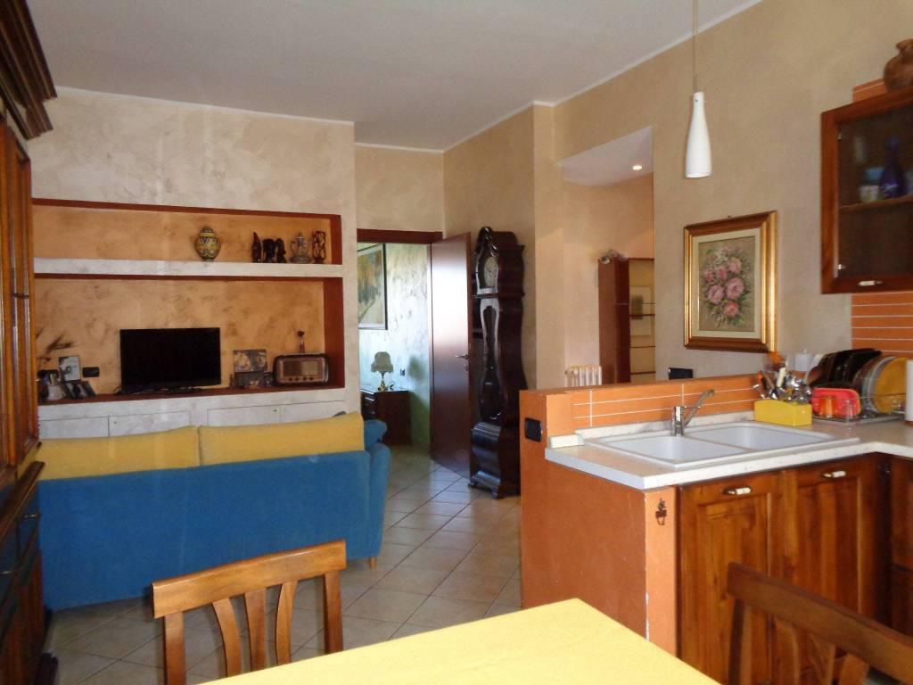 Appartamento in ottime condizioni in vendita Rif. 7482288