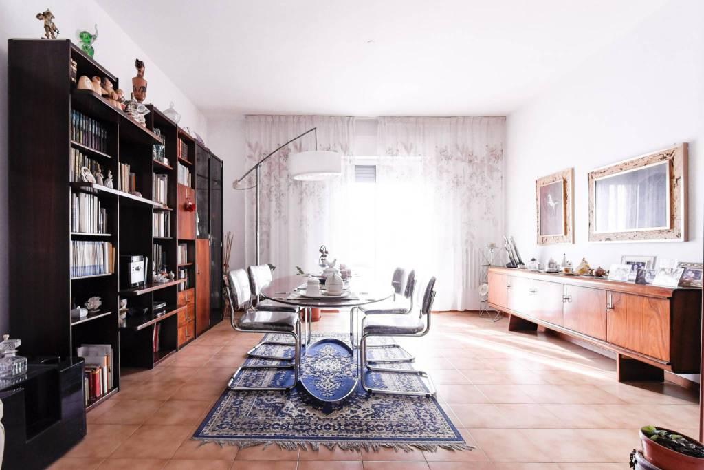 Appartamento in buone condizioni in vendita Rif. 7483868