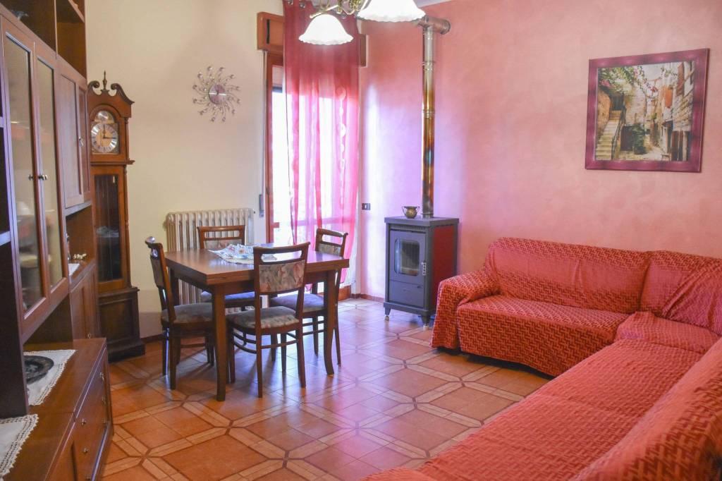 Appartamento in buone condizioni in vendita Rif. 7552942