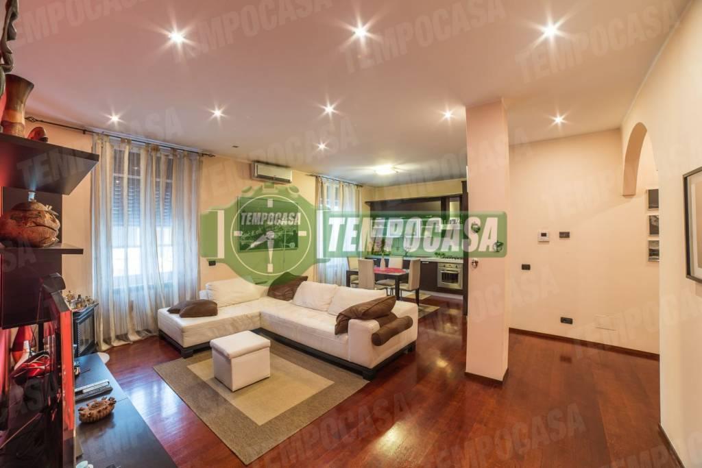 Appartamento in ottime condizioni in vendita Rif. 8777396