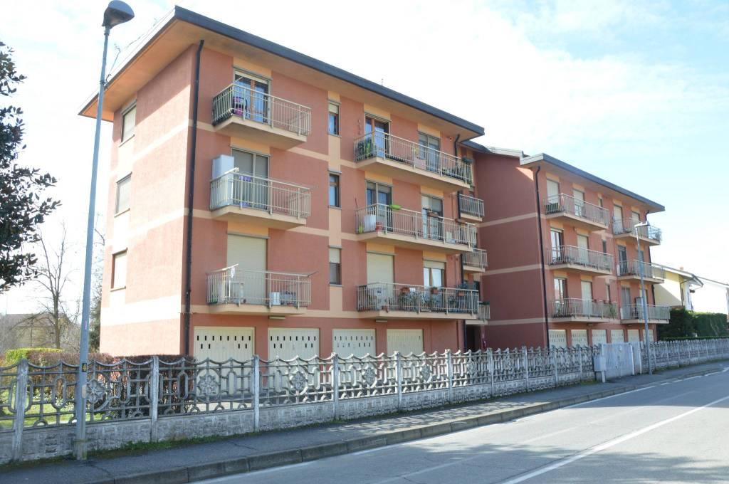 Appartamento in buone condizioni in affitto Rif. 7483253