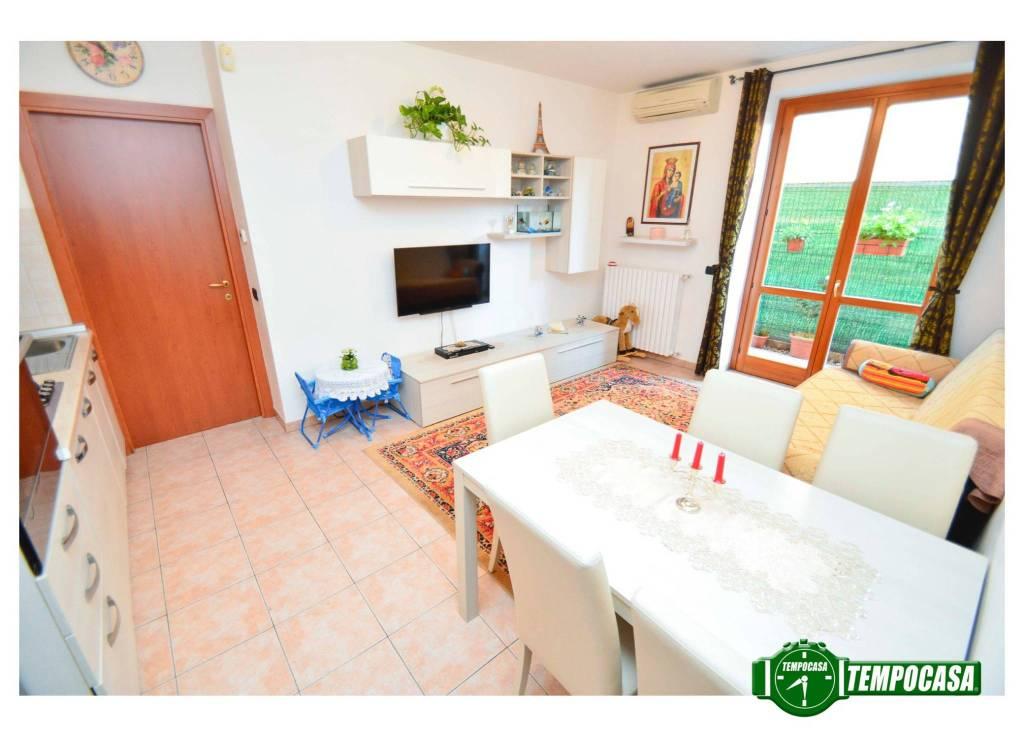 Appartamento in buone condizioni in vendita Rif. 7493344