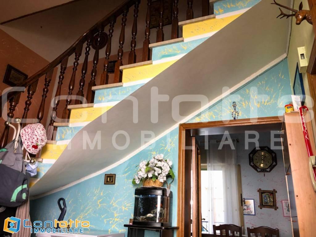 Appartamento in buone condizioni arredato in vendita Rif. 7496961