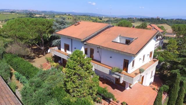 Villa in vendita a Foiano della Chiana, 6 locali, Trattative riservate | Cambio Casa.it