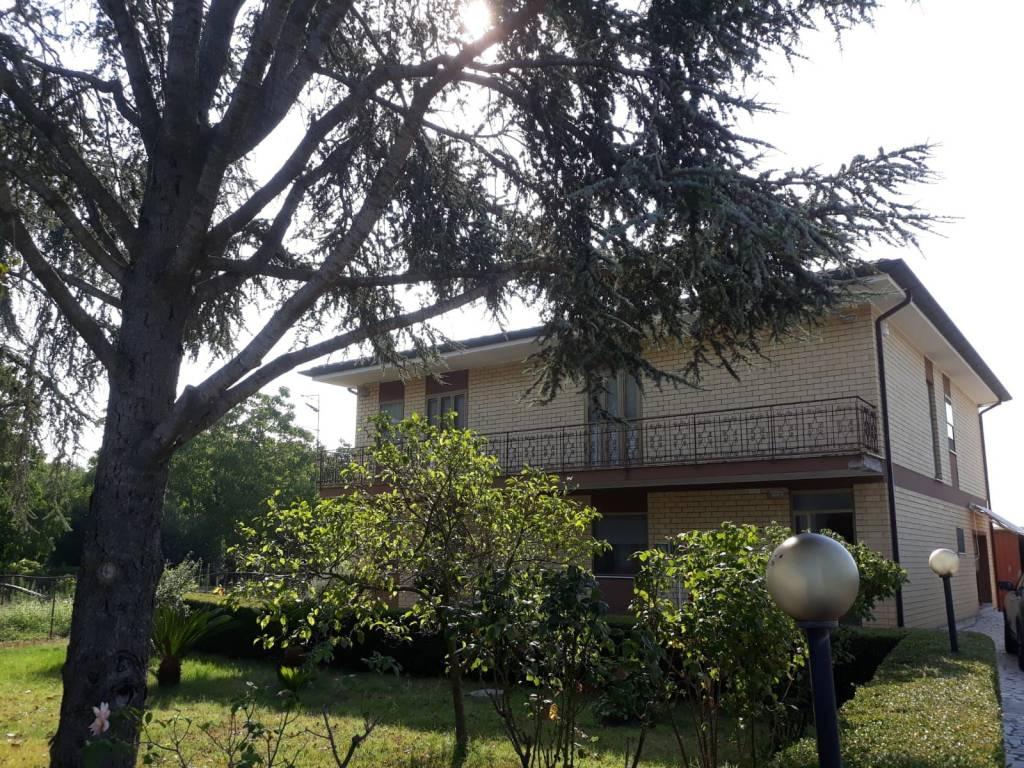 Villa in buone condizioni in vendita Rif. 7496970