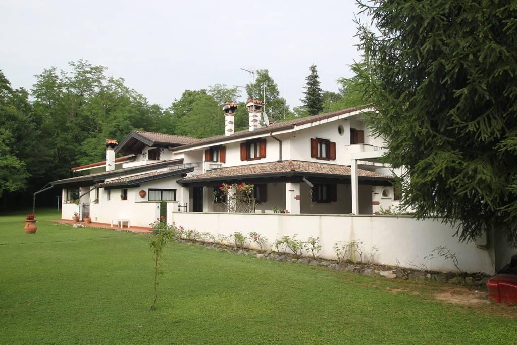 Sagrado - Villa tricamere immersa nel verde con bosco