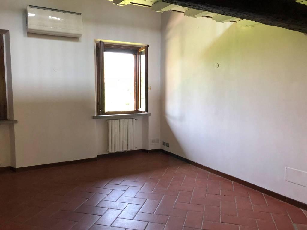 Appartamento da ristrutturare in vendita Rif. 7047439
