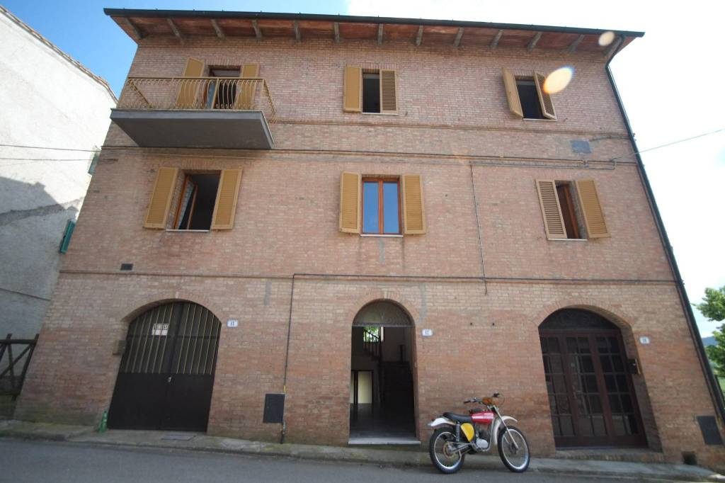 Stabile / Palazzo in buone condizioni in vendita Rif. 7493157