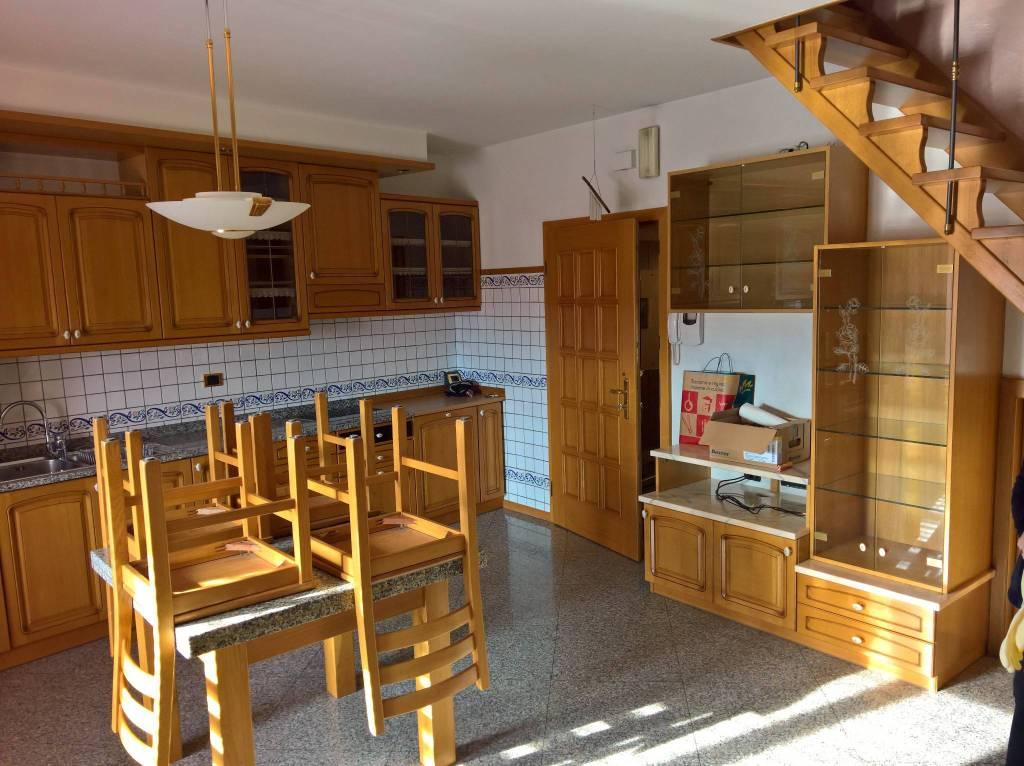 Appartamento in buone condizioni arredato in vendita Rif. 7495977