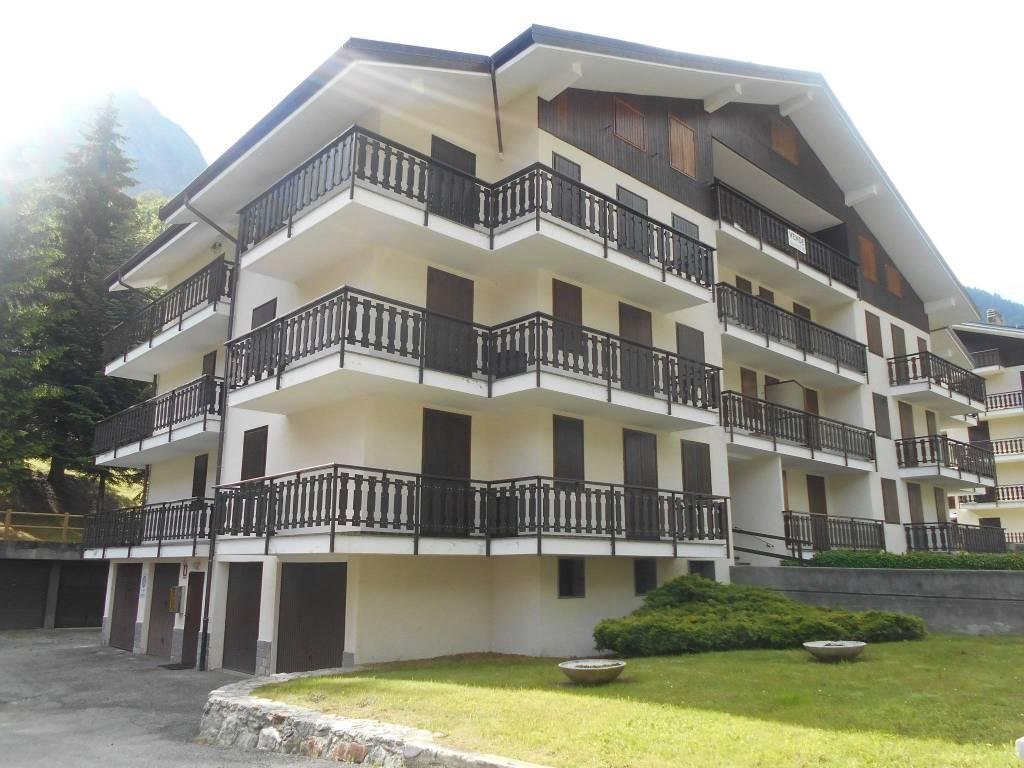 Appartamento in ottime condizioni arredato in vendita Rif. 7495708