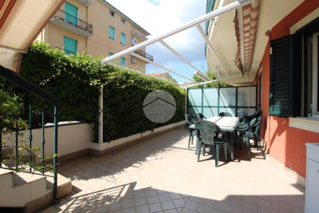 Appartamento in buone condizioni arredato in vendita Rif. 9319768