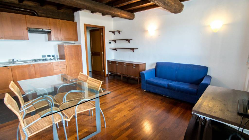 Appartamento in ottime condizioni arredato in affitto Rif. 7285299