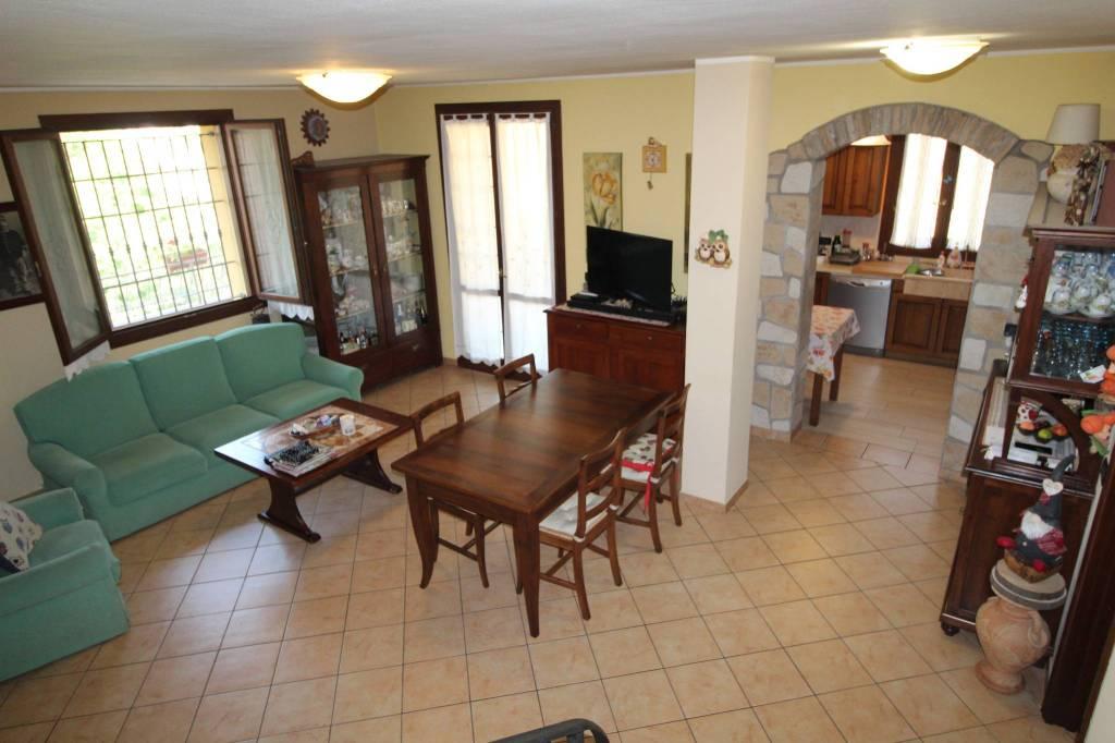 Appartamento su due livelli. Rif. A 859