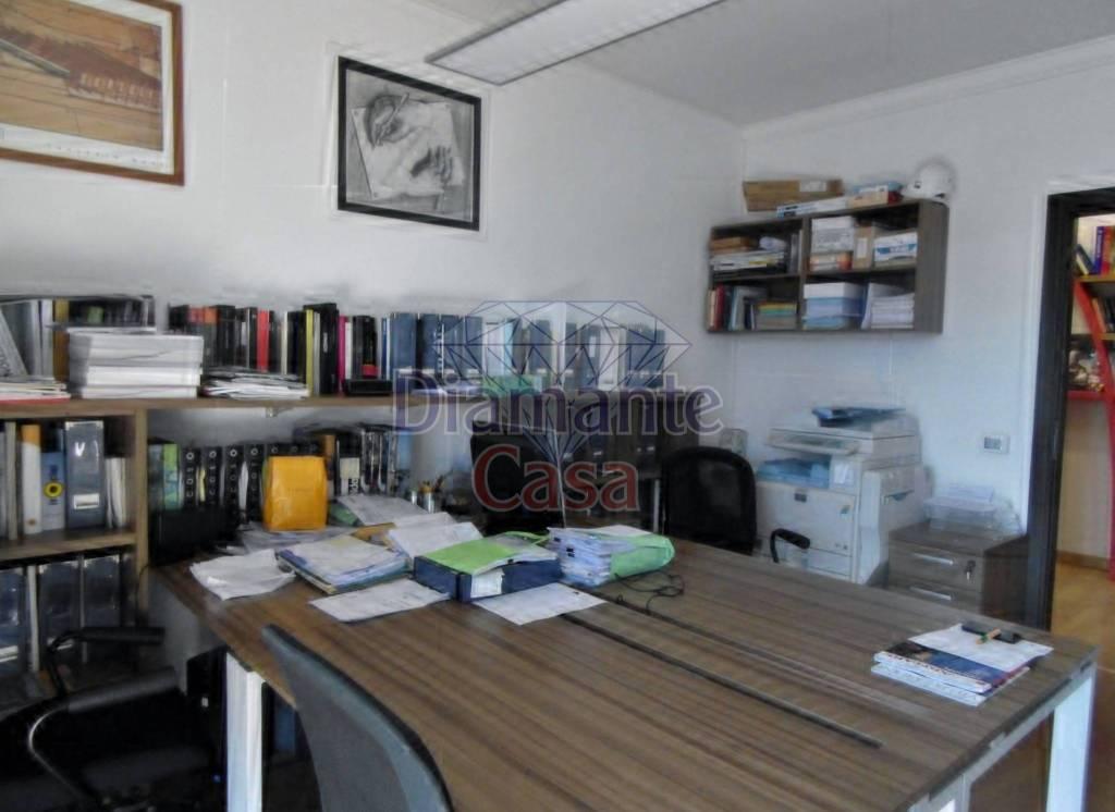 Monolocale in Affitto a Catania Centro: 4 locali, 125 mq