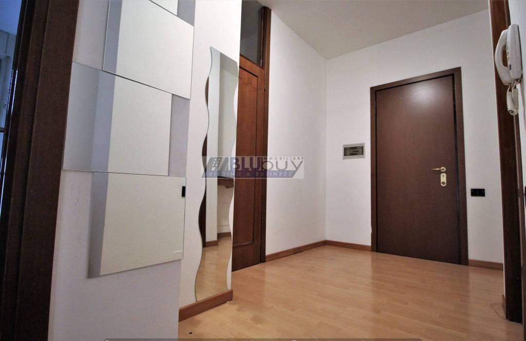 Appartamento in buone condizioni parzialmente arredato in vendita Rif. 7504994