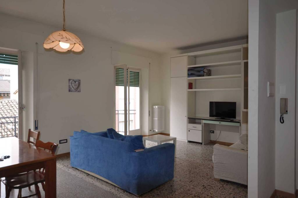 Appartamento in buone condizioni parzialmente arredato in vendita Rif. 7504112