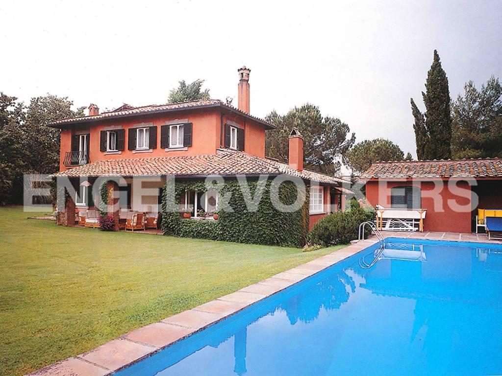 Villa in Vendita a Roma via di cecilia metella