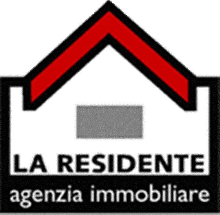 Appartamento in buone condizioni in affitto Rif. 8851227