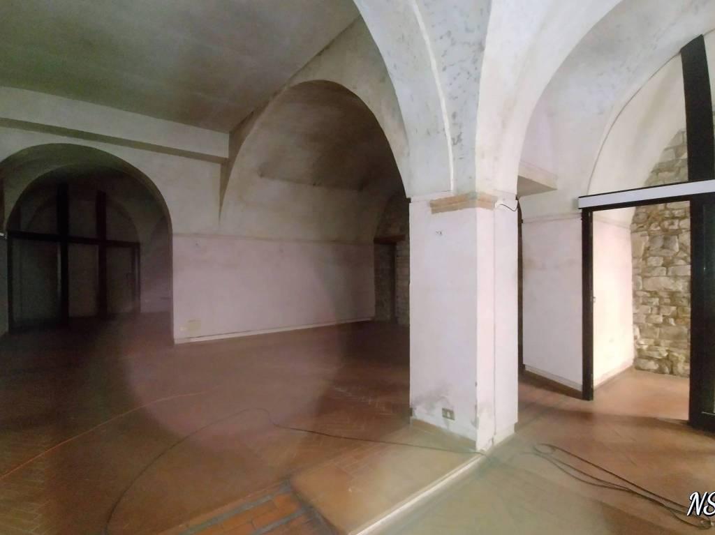 Fondo mq 200 in palazzo storico