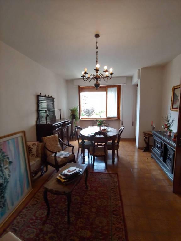 Appartamento in buone condizioni parzialmente arredato in affitto Rif. 7506001