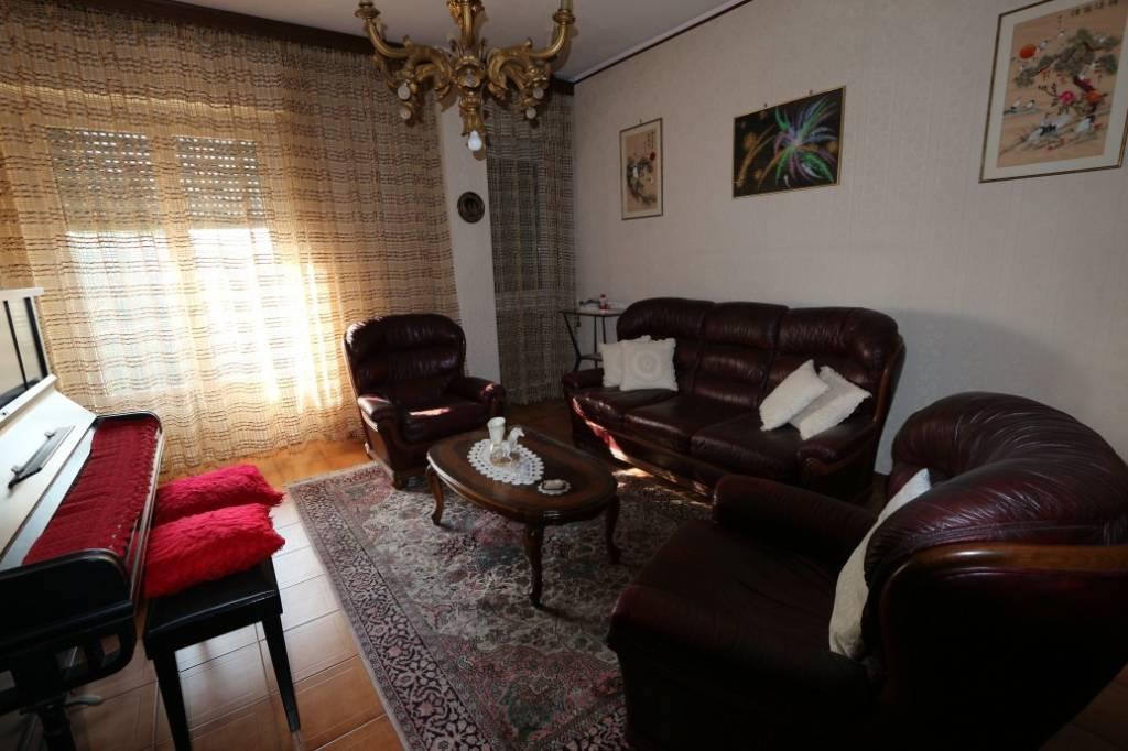 Appartamento in buone condizioni in vendita Rif. 7505940