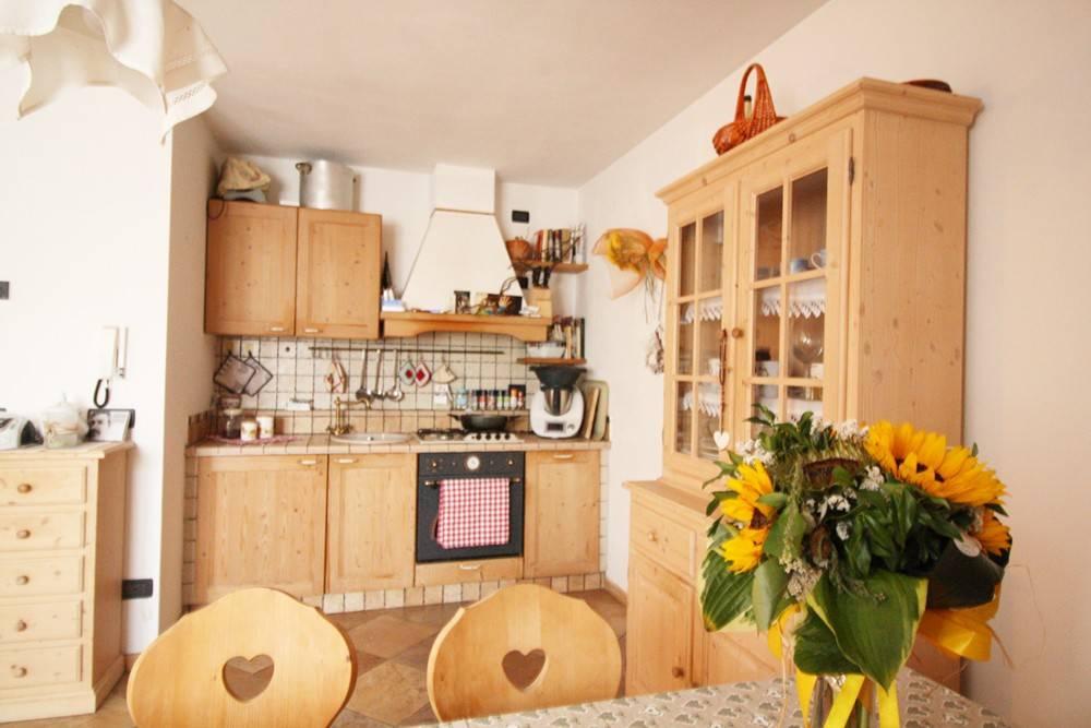 Appartamento in ottime condizioni arredato in vendita Rif. 7506013