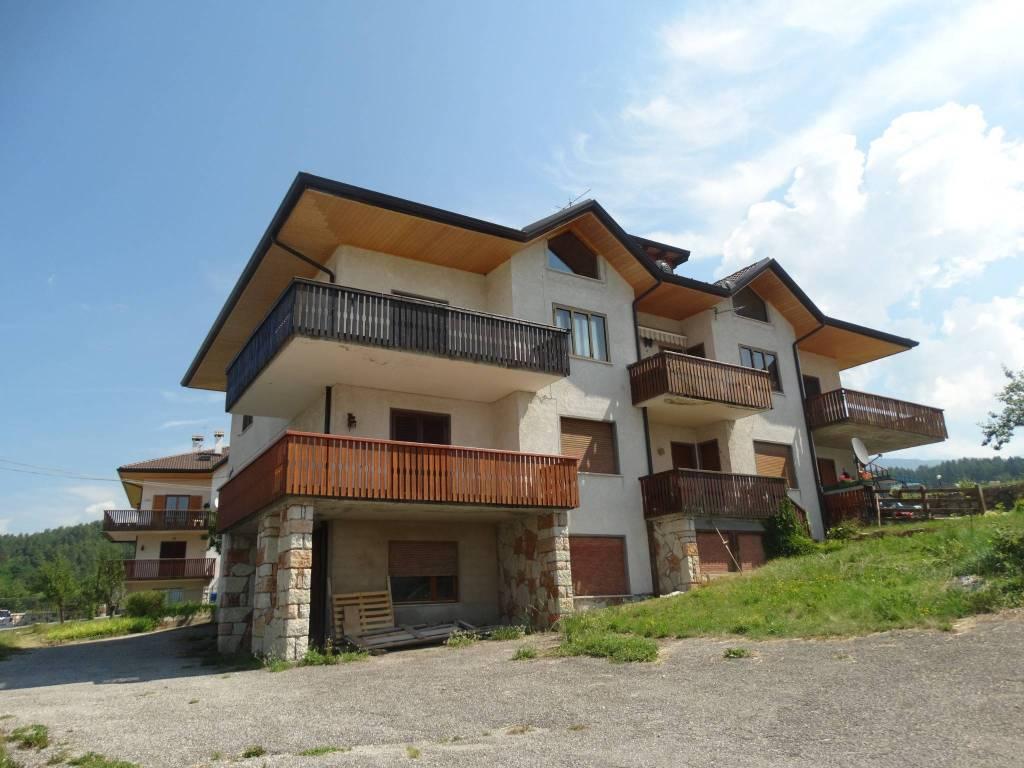Appartamento in buone condizioni parzialmente arredato in vendita Rif. 7506467