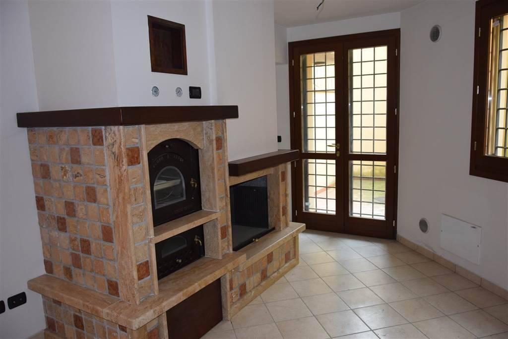 Villetta a schiera in buone condizioni in vendita Rif. 8080037