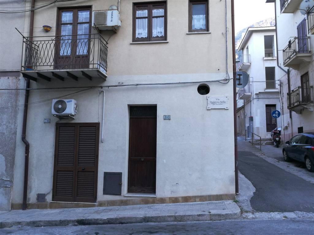 Appartamento in ottime condizioni arredato in vendita Rif. 7518021
