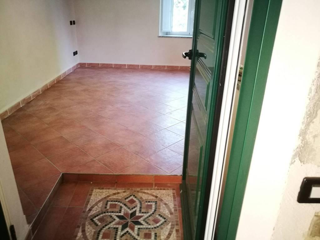 Appartamento in vendita a Gazzada Schianno, 2 locali, prezzo € 97.000 | PortaleAgenzieImmobiliari.it