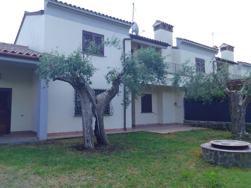 Villetta a schiera in ottime condizioni parzialmente arredato in affitto Rif. 7519501