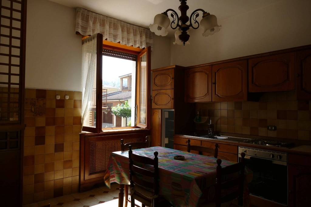Appartamento in buone condizioni in vendita Rif. 8509207