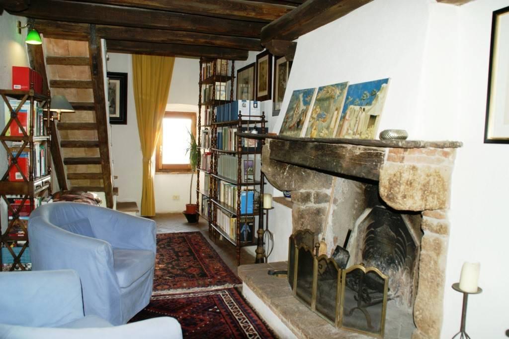 Appartamento in ottime condizioni in vendita Rif. 7517249