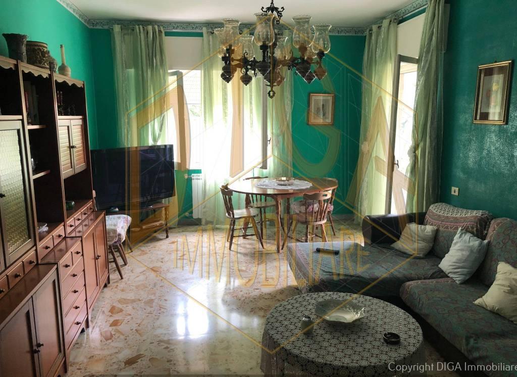 Appartamento in buone condizioni arredato in affitto Rif. 7520254