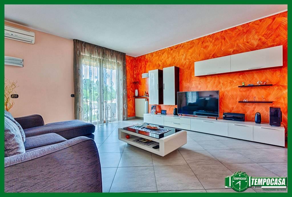 Appartamento in ottime condizioni in vendita Rif. 8914659