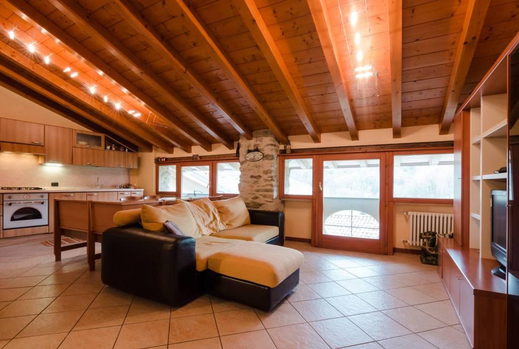 Appartamento in ottime condizioni in vendita Rif. 7517218