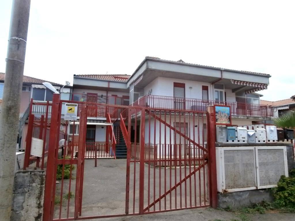 Appartamento in buone condizioni arredato in vendita Rif. 7518062
