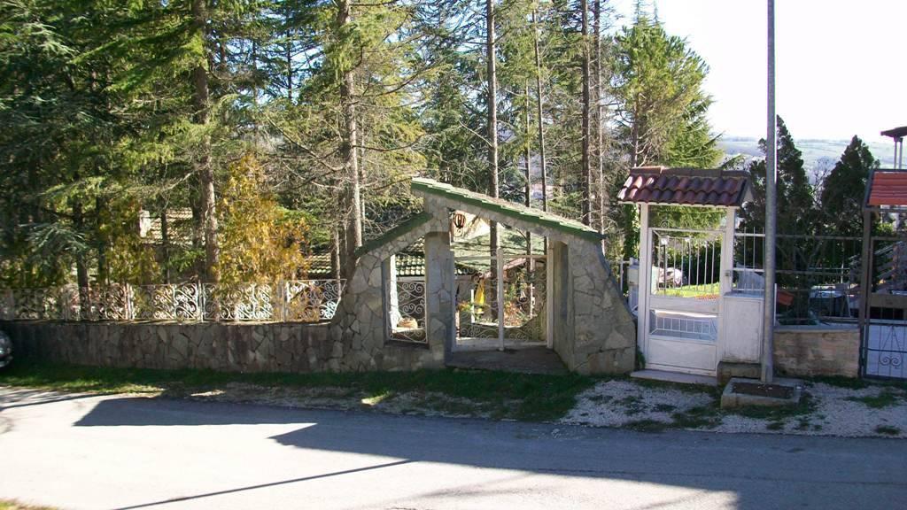 Villa in buone condizioni parzialmente arredato in vendita Rif. 7518478