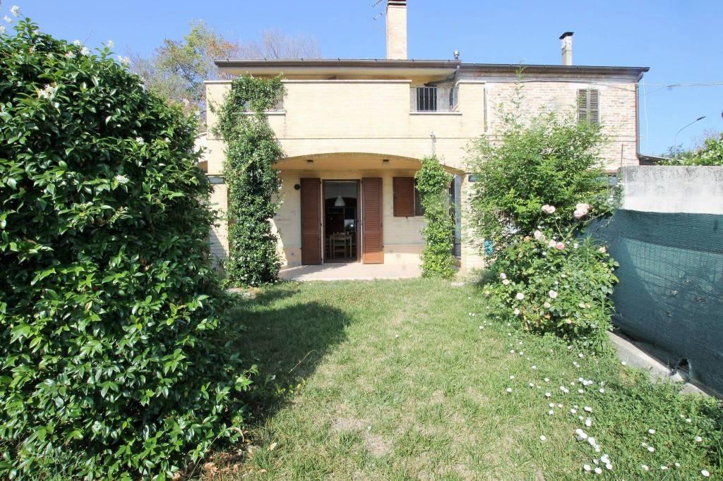 Casa Indipendente in ottime condizioni parzialmente arredato in vendita Rif. 7518379