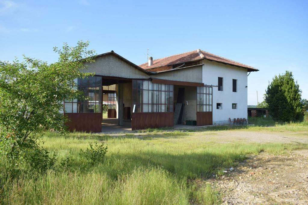 Rustico / Casale da ristrutturare in vendita Rif. 9155437