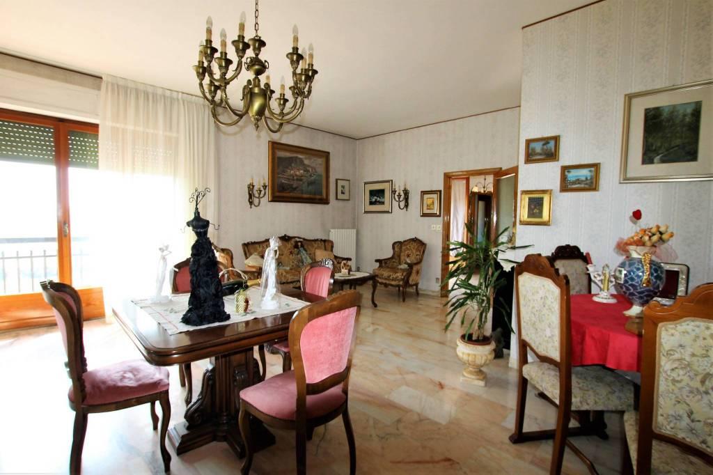 Appartamento in buone condizioni parzialmente arredato in vendita Rif. 7529291
