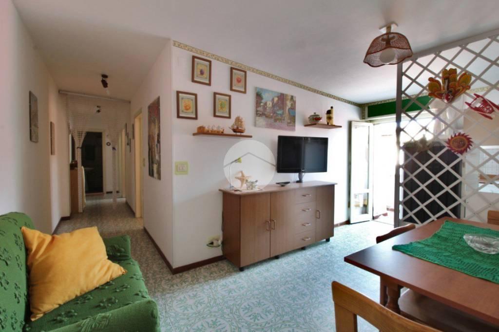 Appartamento in buone condizioni arredato in vendita Rif. 9319769