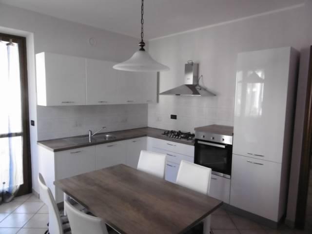 Appartamento in buone condizioni arredato in affitto Rif. 6840569