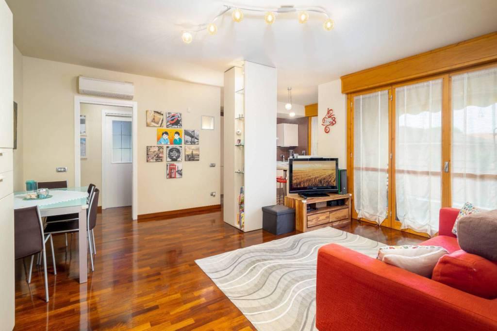Appartamento in ottime condizioni in vendita Rif. 7528184
