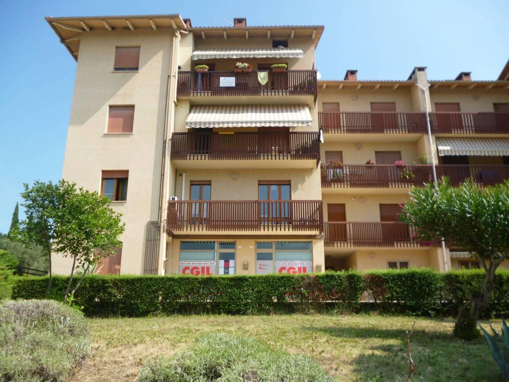 Appartamento in Vendita a Tuoro Sul Trasimeno Centro: 4 locali, 90 mq