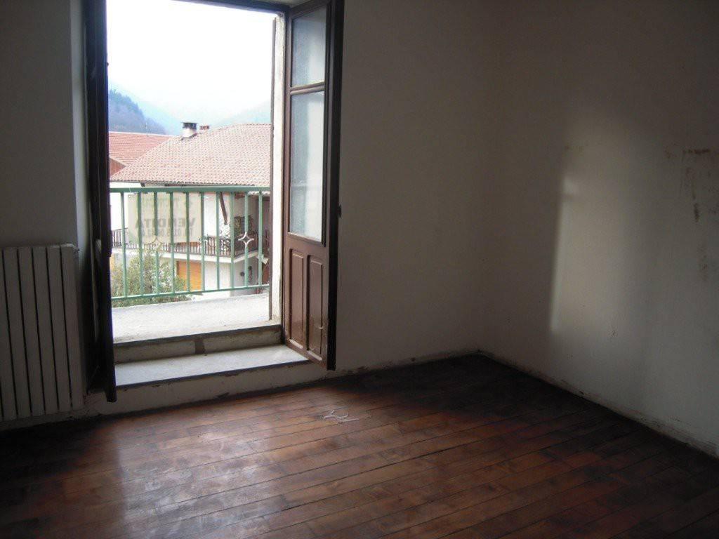 Appartamento in buone condizioni in vendita Rif. 8342911