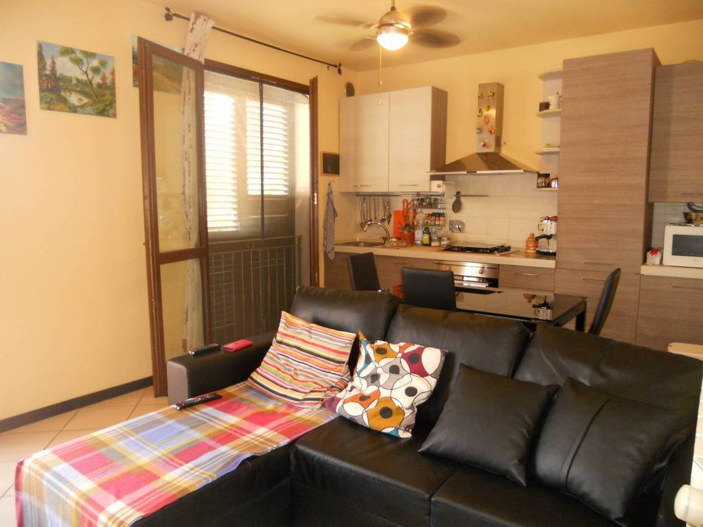 Appartamento in ottime condizioni in affitto Rif. 7540398