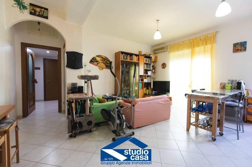 Appartamento in vendita a Cerro Maggiore, 2 locali, prezzo € 95.000 | CambioCasa.it