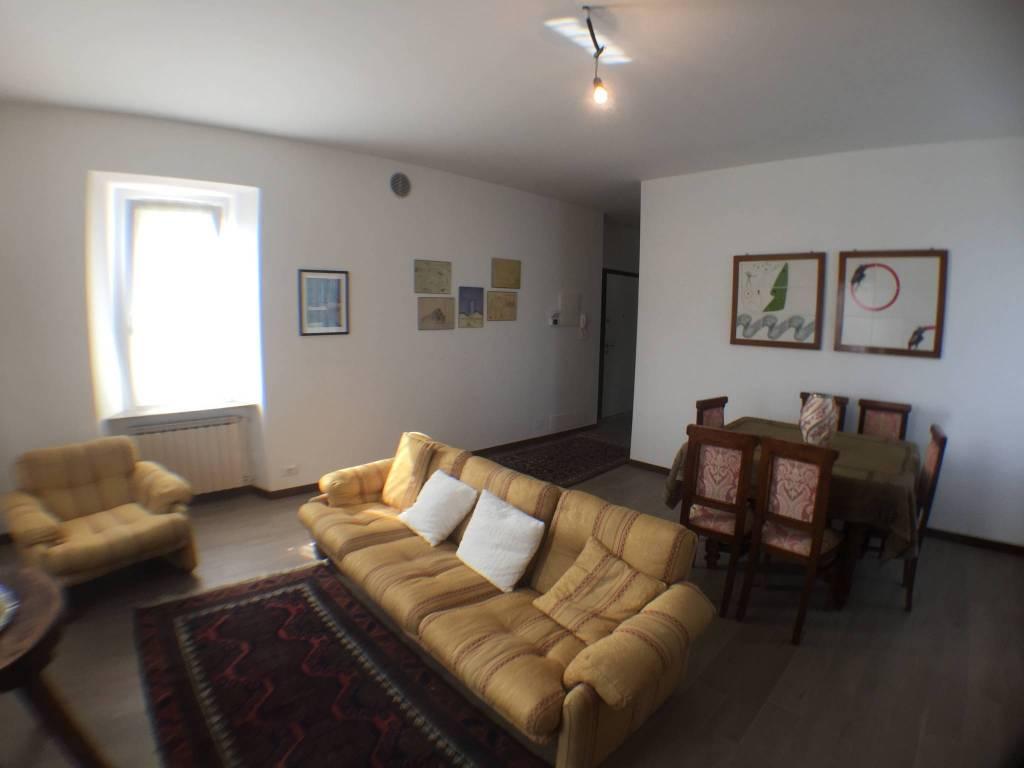 Appartamento in ottime condizioni arredato in affitto Rif. 7529698