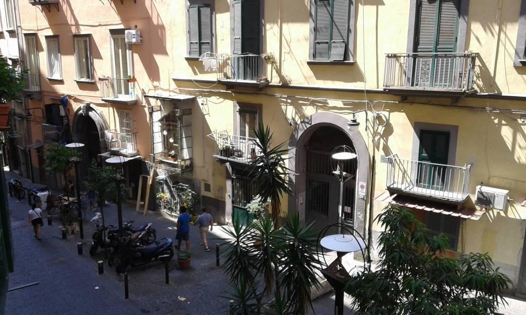 Appartamento in vendita 5 vani 150 mq.  via Santa Caterina da Siena 64 Napoli